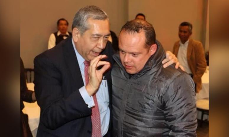 Enmudece titular de PC acusado de incompetente; Vargas sale en su defensa y lo 'apapacha'